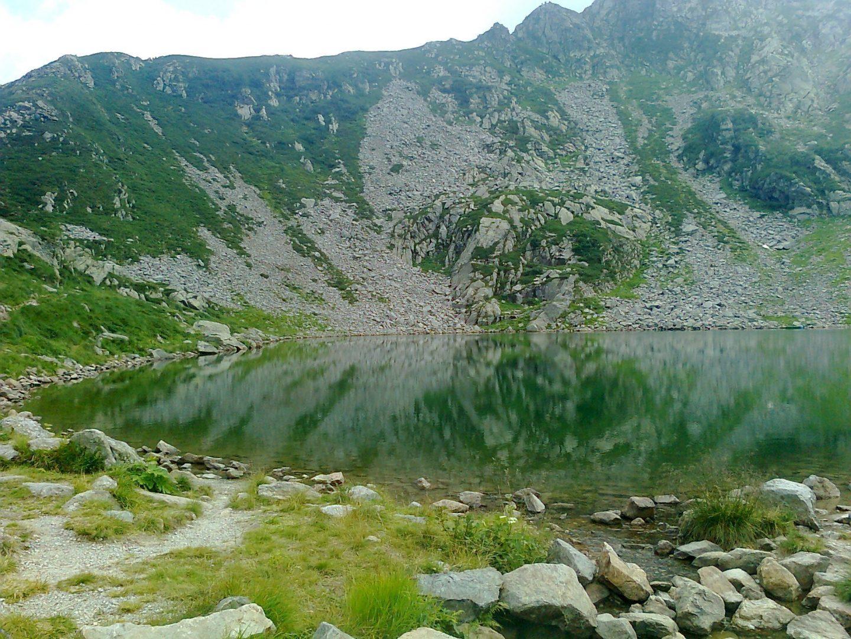 a lake in the mountains 1440x1080 - A lake in the mountains