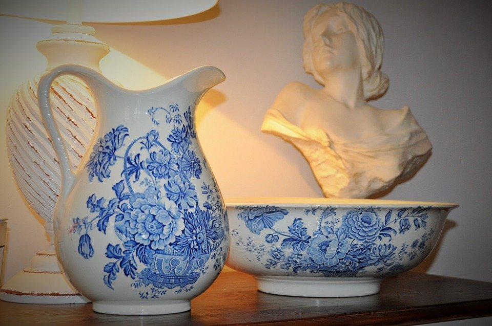 Capodimonte porcelain as a luxury and precious souvenir