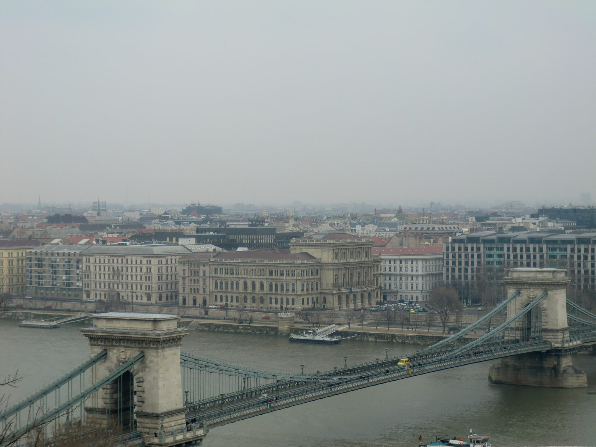 Luxury hotel in Budapest: in front of Chain Bridge