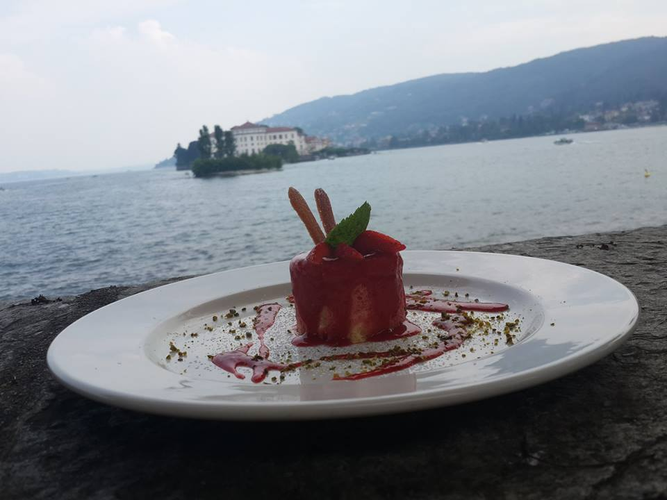 10568675 10203547429000320 657870249 n - A luxury lunch on the lake