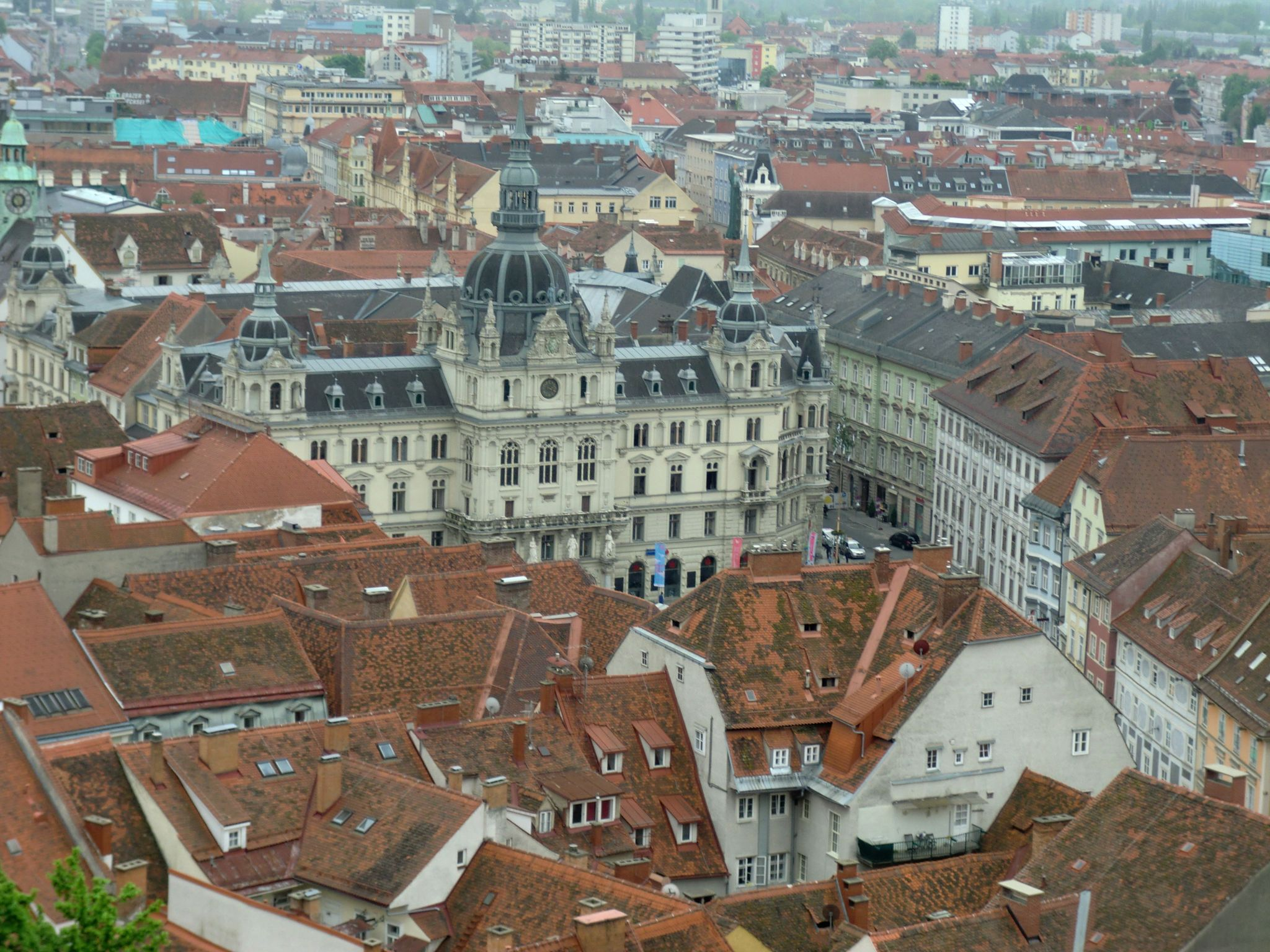 Graz cover 1 - Graz: tradition and modernity