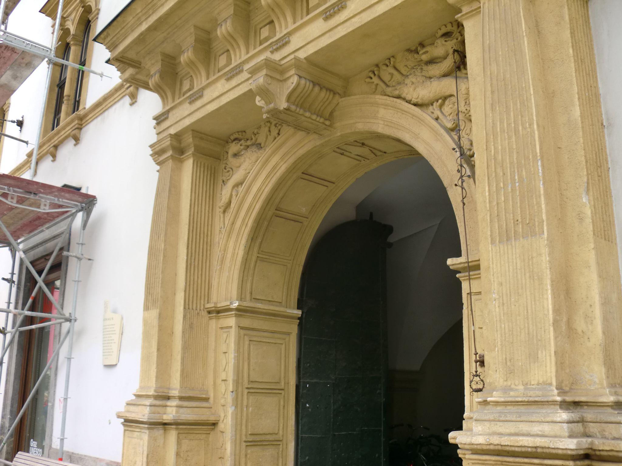 Graz museum entrance 3 - Graz: tradition and modernity