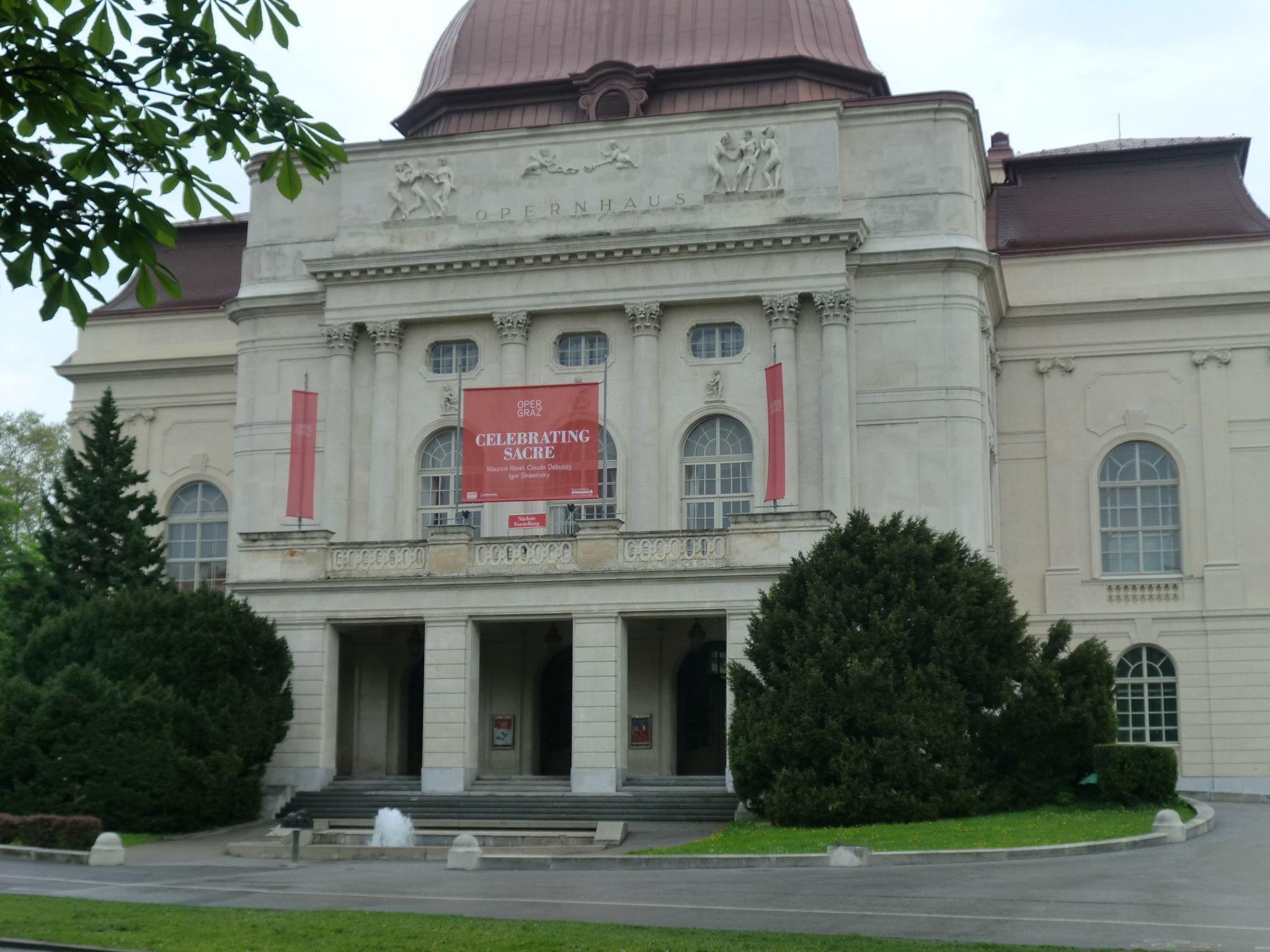 Graz opera 2 - Graz: tradition and modernity