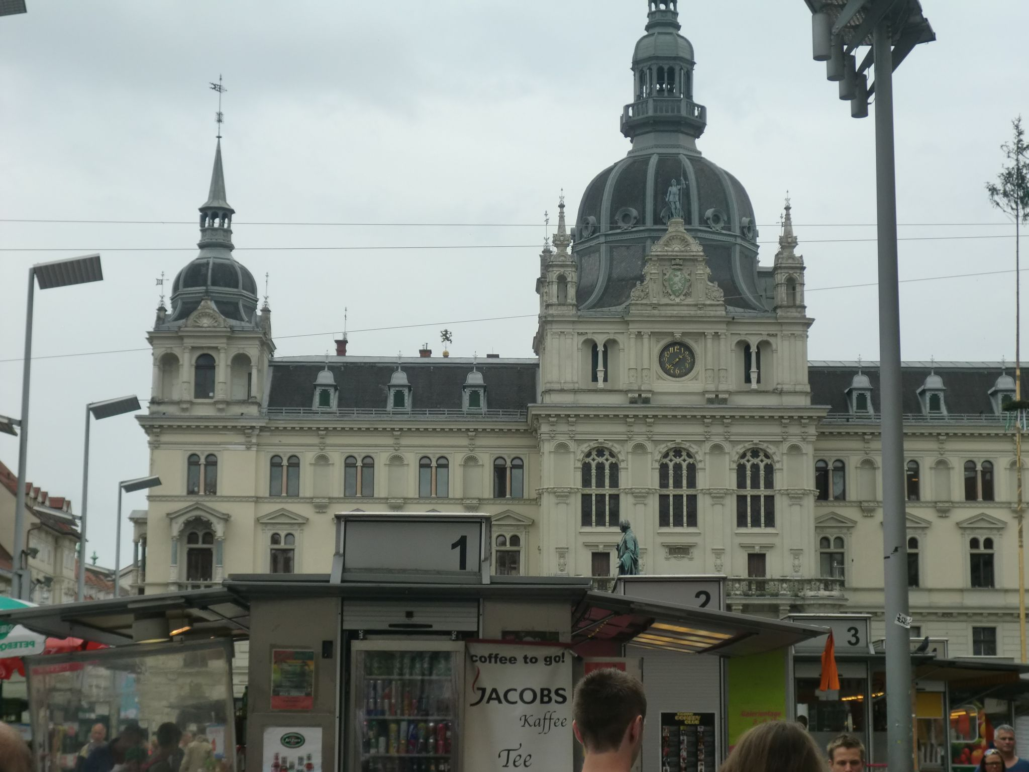 Graz square 3 - Graz: tradition and modernity