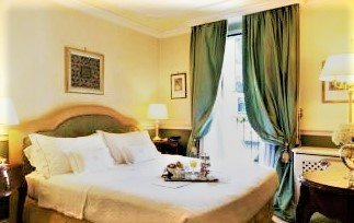 Petit Palais Hotel de Charme bed - Petit Palais Hotel de Charme, a luxury stay in Milan