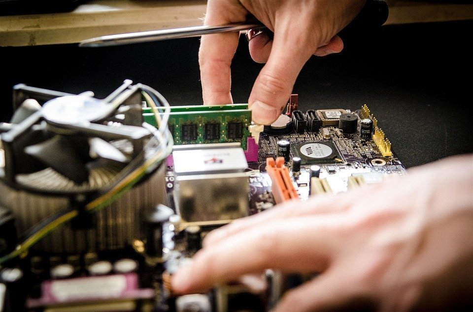 device repair 1 - Device repair: make money to travel