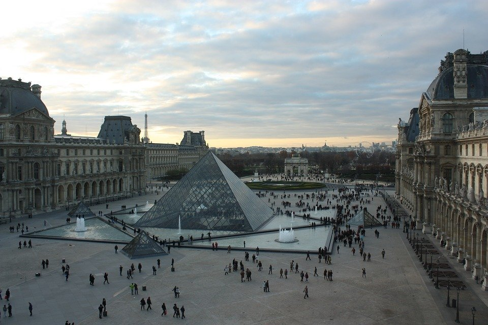 louvre pyramid - Travel deals to explore the world