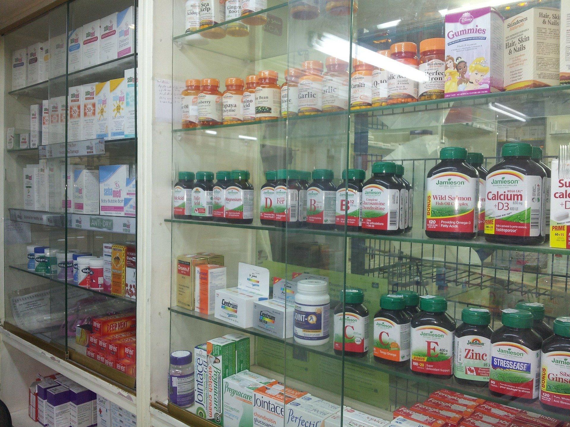 medicinali da portare in valigia farmacia - Medicinali da portare in viaggio: la lista completa