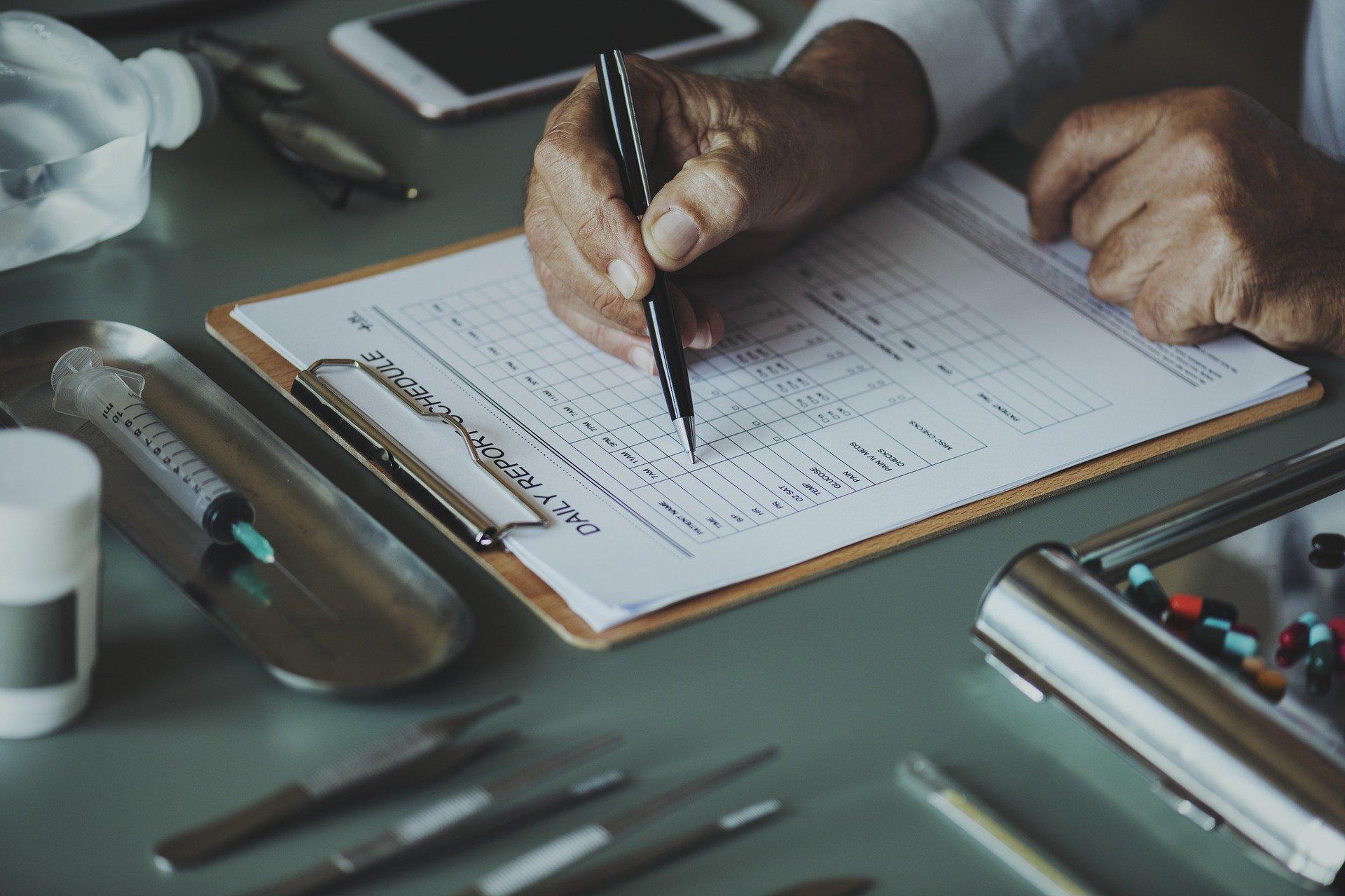 medicinali da portare in valigia lista - Medicinali da portare in viaggio: la lista completa