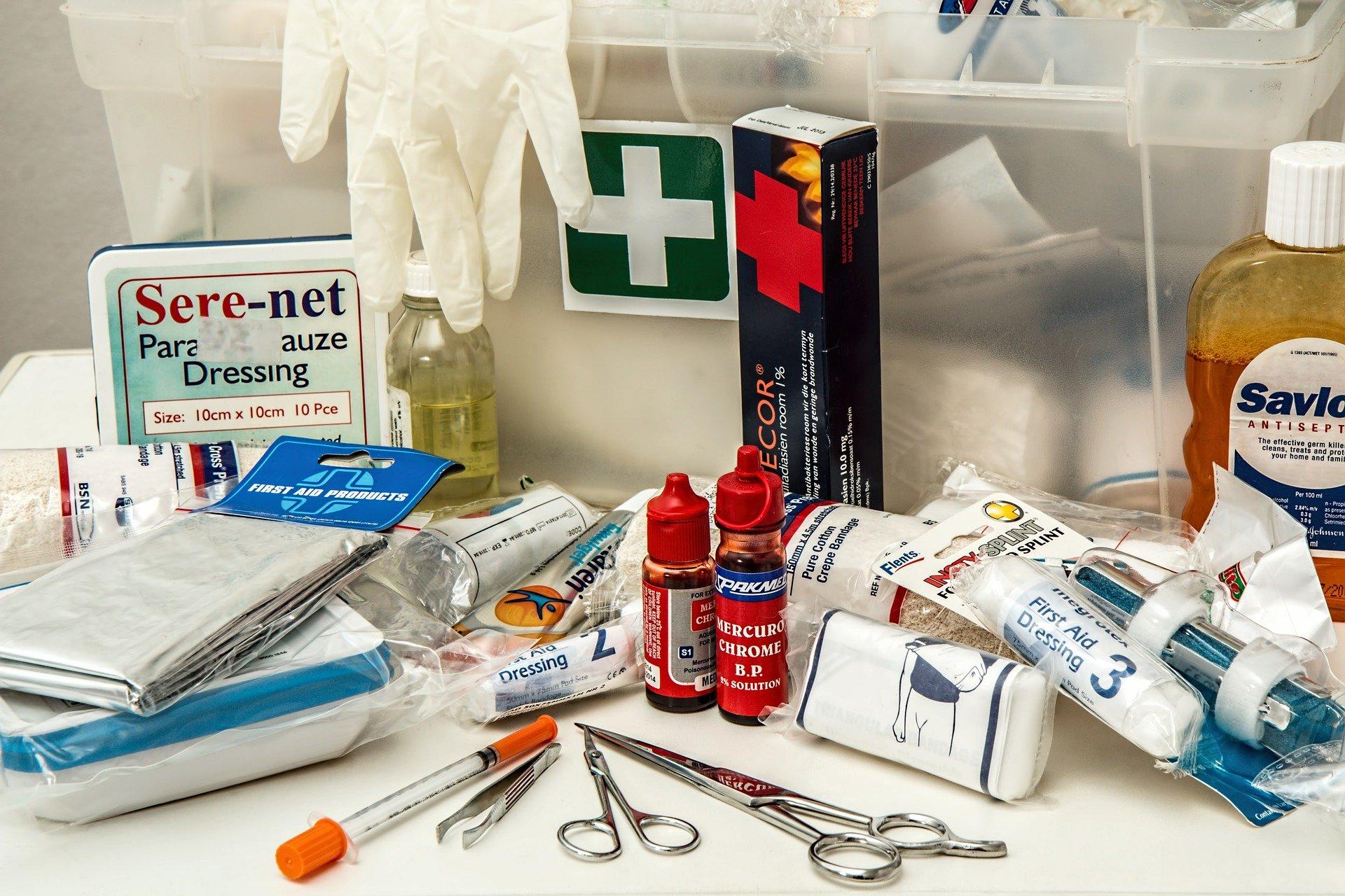 medicinali da portare in valigia pimo soccorso - Medicinali da portare in viaggio: la lista completa