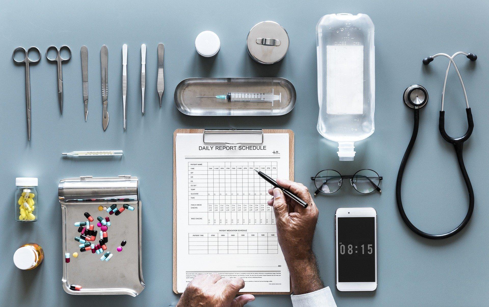 Medicinali da portare in viaggio: la lista completa 2020
